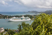 Greenery on Hill with Cruise Ship in Background — Stock Photo