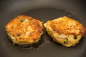 Two Crab Cakes Browning in Hot Oil — Foto de Stock