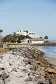 Coastal Homes Down Rock Seawall — Stock Photo