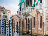 New and Old Gondola Posts in Venice Canal — Stock Photo
