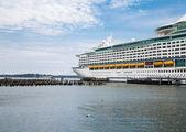Cruise Ship in Portland — Stock Photo