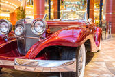 Shining Chrome on Old Red Roadster — Stock Photo