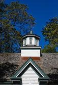 Wood Cupola Under Blue Skies — Stock Photo