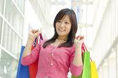 Aziatische shopper — Stockfoto