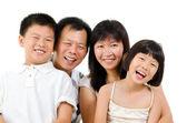 Felice famiglia asiatica — Foto Stock