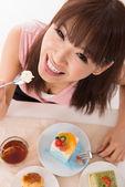 Eating cake. — Stock Photo