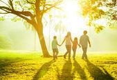 Famille en plein air — Photo