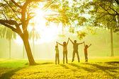 Azjatycka przyjemność rodzina — Zdjęcie stockowe