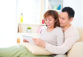 Asian couple with digital tablet computer — Zdjęcie stockowe