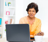 Mature Indian woman online shopping — Stock Photo