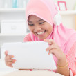 Asian teenager listen mp3 headphone — Stock Photo