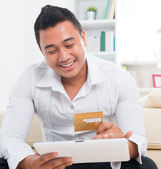 Asian man online shopping — Stock Photo