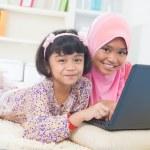 Southeast Asian children surfing internet — Stock Photo