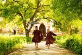 два маленьких монахов — Стоковое фото