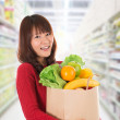 Asian woman shopping in a grocery store — Stock Photo