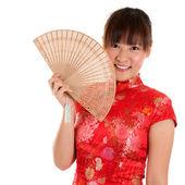 Cheongsam woman and fan — Stock Photo