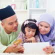 Asian family online shopping — Stock Photo