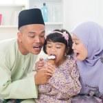 Sharing ice cream. — Stock Photo