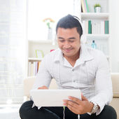 Asian man using tablet pc — Stock Photo