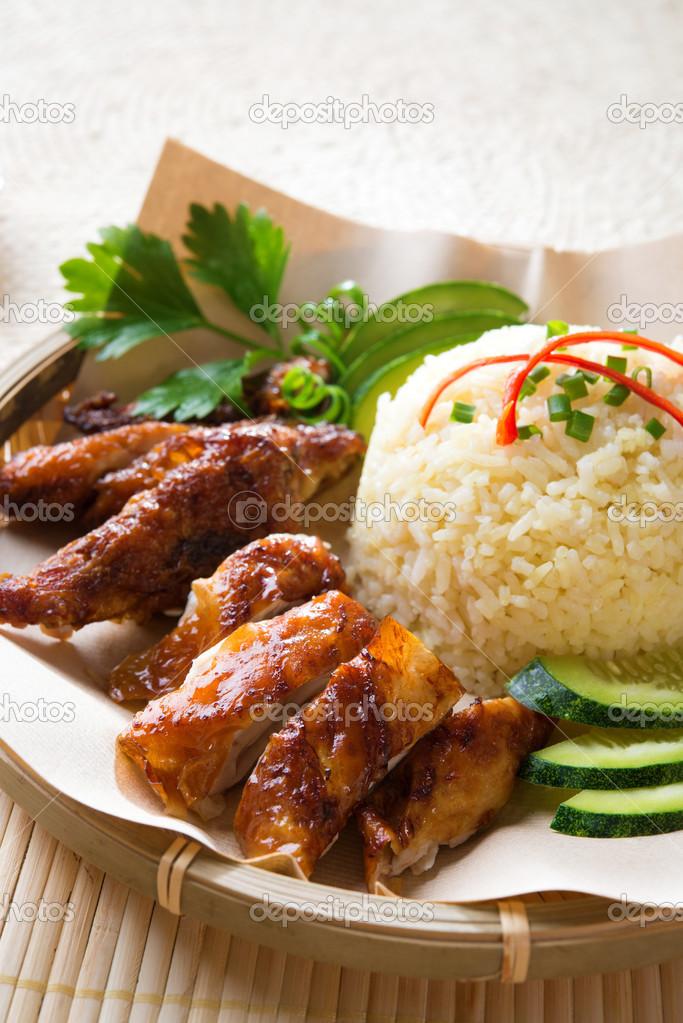 Я наконец-то в сингапуре, и я сразу решил попробовать знаменитую хайнаньскую курицу с рисом в закусочной tian tian