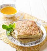 Middle east stuffed bread Mutabbaq — Stock Photo