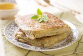 Mutabbaq ou murtabak est un pain arabe farci — Photo