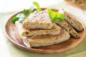 Arabský chleba plněné — Stock fotografie