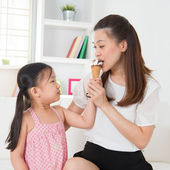 Kid feeding mum ice cream — Stock Photo