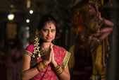 Garota indiana rezando — Fotografia Stock