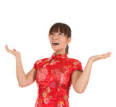 Chinese cheongsam girl open arms looking up — Stock Photo