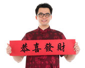 Asian Chinese cheongsam man holding couplet — Stok fotoğraf