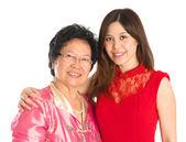 Aziatische senior moeder en volwassen dochter — Stockfoto