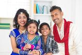 Lycklig indiska familj — Stockfoto