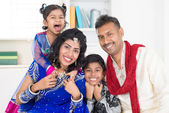 Happy smiling Indian family — Stockfoto
