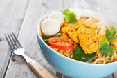 Spicy curry instant noodles with fork.  — Stock Photo