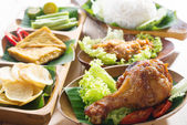 Nasi ayam penyet — Stock Photo
