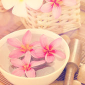 Tropical spa with Frangipani flowers. — Stock Photo