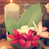 Tropical spa with Frangipani flowers — Stock Photo