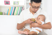 Father bottle feeding baby — Stock Photo