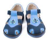 使用中的锚点形状图案宝贝蓝色凉鞋. — 图库照片