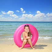 Happy girl by the sea — Stock Photo