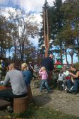 Family Sunday rest on the mountain shelter. Goat Mountain near Bielsko-Biala, Poland — Стоковое фото