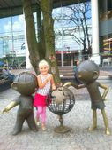 Girl and cartoon characters Bolek and Lolek, Bielsko-Biala Poland — Stock Photo