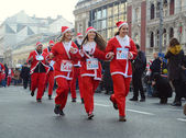 Unidentified participants of the sixth annual Belgrade Santas Race on Dec. 29, 2013 in Belgrade, Serbia — Stockfoto