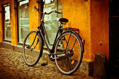 Classic vintage retro city bicycle in Copenhagen, Denmark — Stock Photo