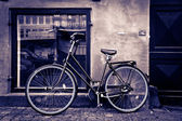 Classic vintage retro city bicycle in Copenhagen, Denmark — Fotografia Stock