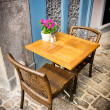 Vintage old fashioned cafe chairs with table in Copenhagen — Foto de Stock
