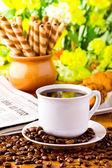 Filiżanka kawy z fasoli świeżej kawy na śniadanie — Zdjęcie stockowe