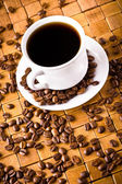 Coffee cup with fresh coffe beans for breakfast — Stock Photo