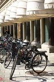 Bicicleta de cidade retro vintage clássico em Estocolmo, Suécia — Fotografia Stock